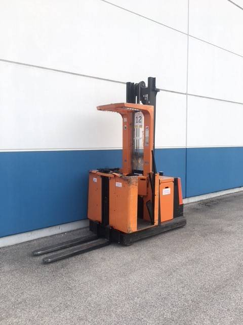 Toyota OME100M High Level Order Picker www.staplertechnik.at