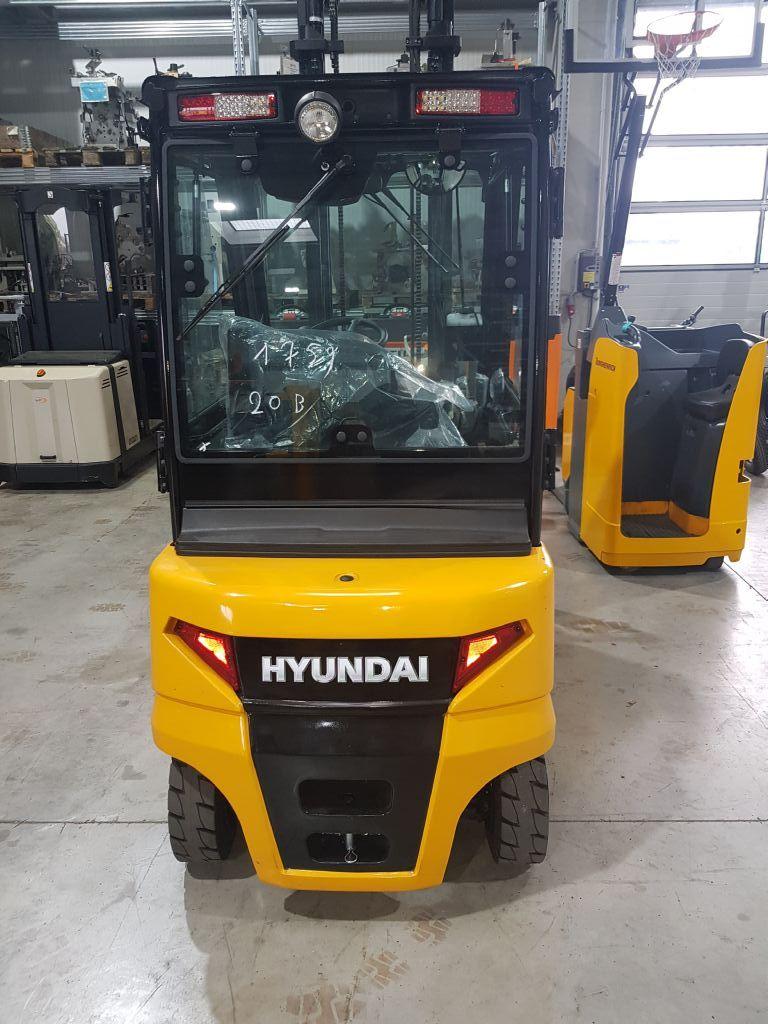 Hyundai 20B-9 Elektro 4 Rad-Stapler www.staplerprofi.co.at