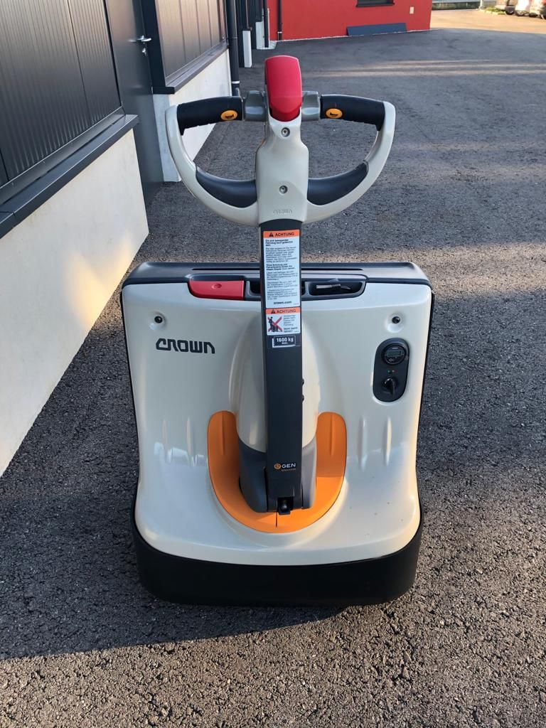Crown WP 3010 Electric Pallet Truck www.staplertechnik.at
