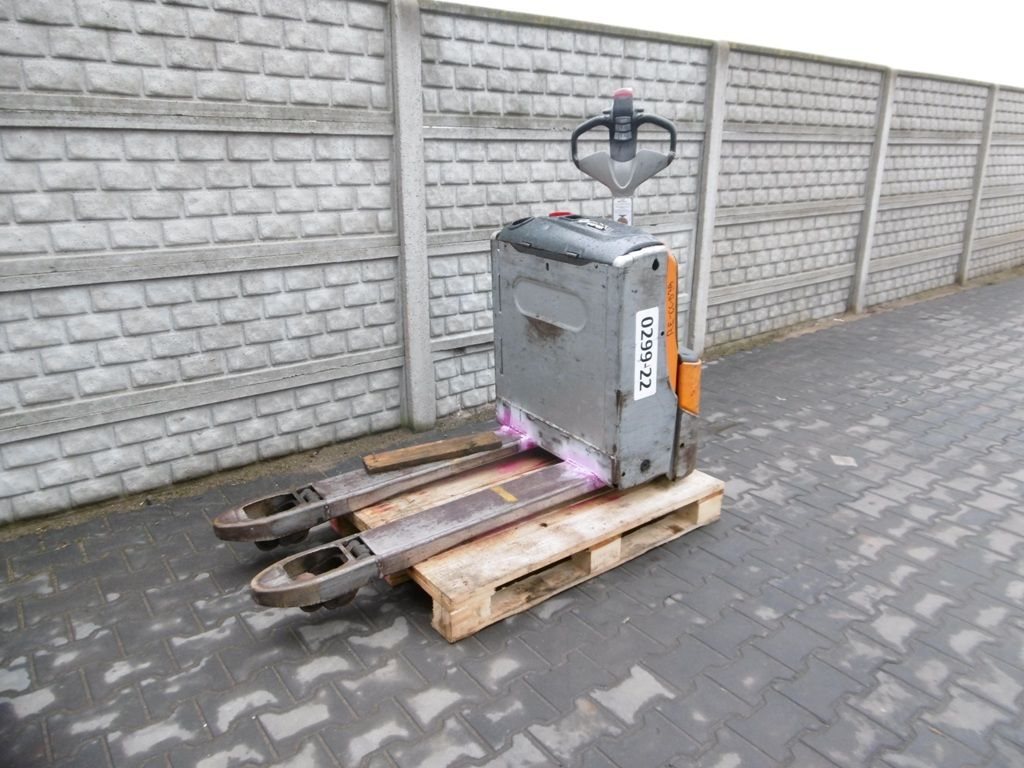 Still EXU16 Hand Pallet Truck www.superlift-forklift.com