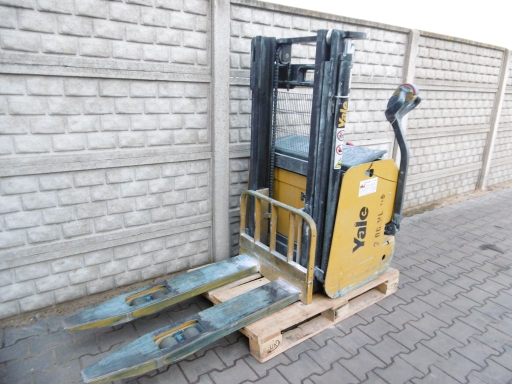 Yale MS16 High Lift stacker www.superlift-forklift.com