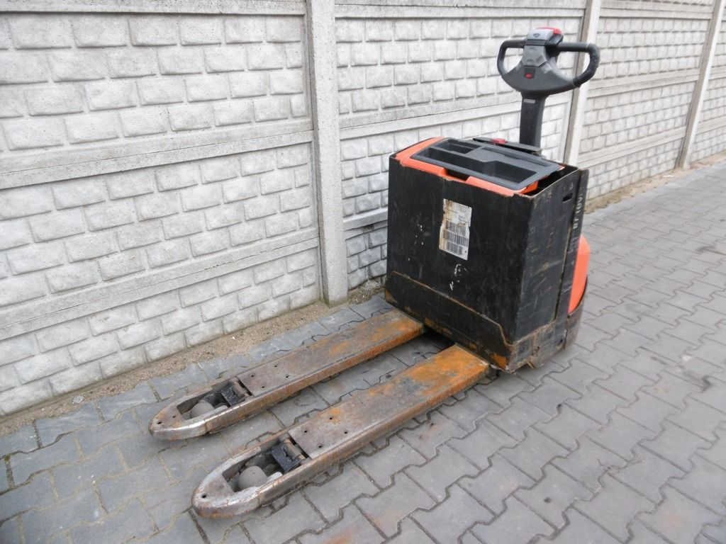 BT LWE200 Electric Pallet Truck www.superlift-forklift.com