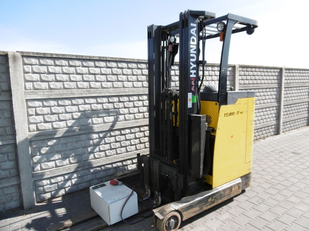 Hyundai 15BR-7 Reach Truck www.superlift-forklift.com