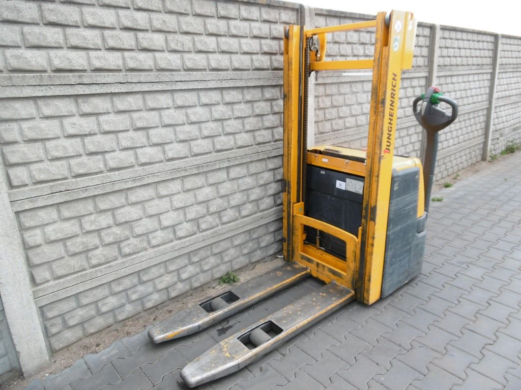 Jungheinrich EJC216 High Lift stacker www.superlift-forklift.com