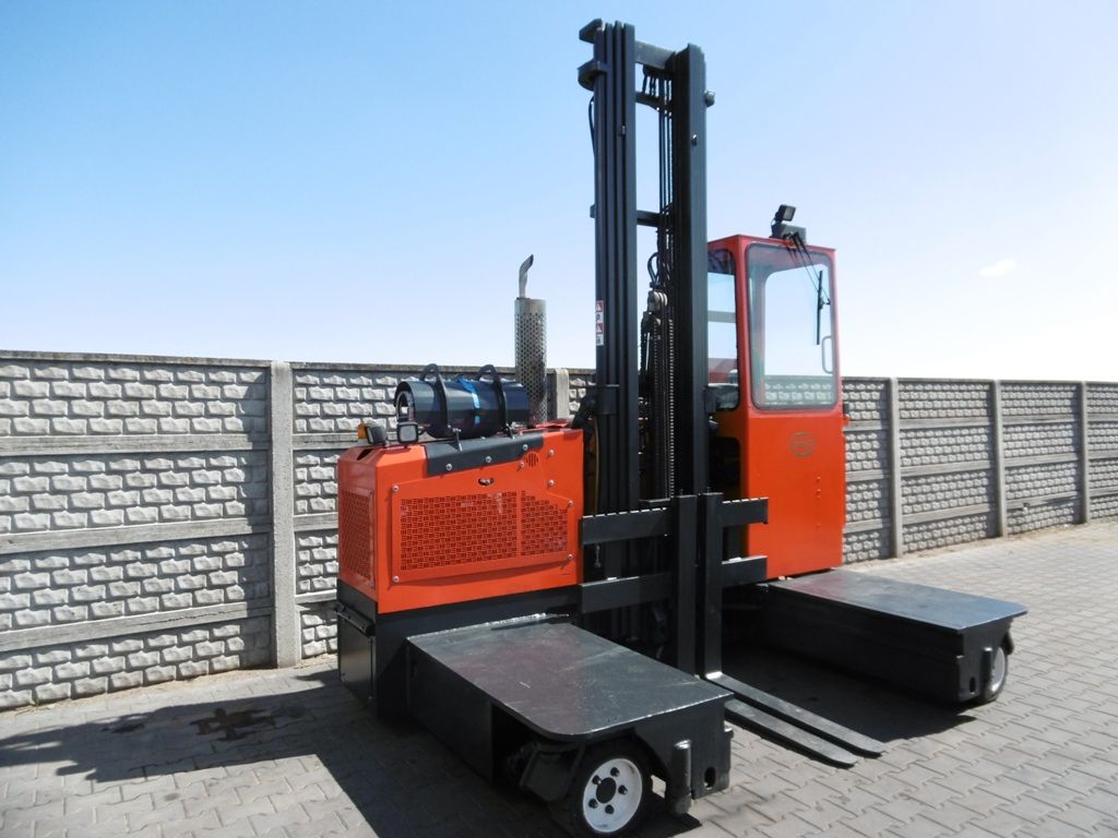 Combilift C3000ST Four-way side loader www.superlift-forklift.com