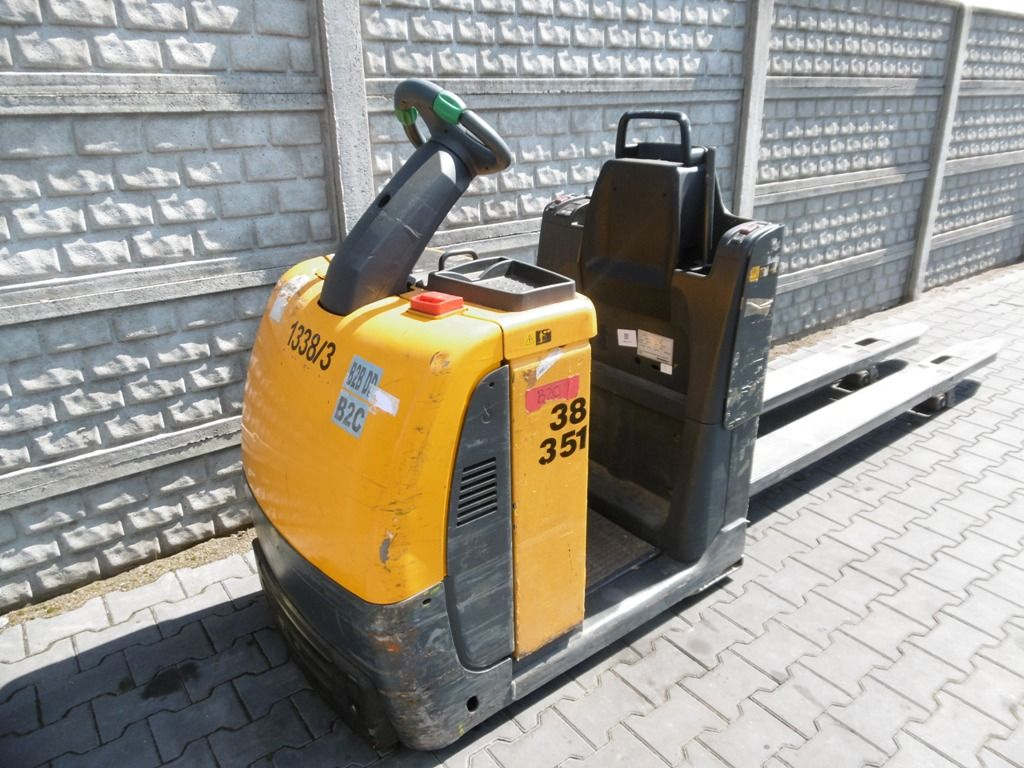Jungheinrich ECE225 Stand-on stacker www.superlift-forklift.com
