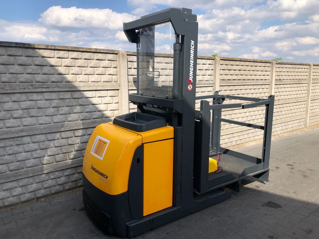 Jungheinrich EKS105 Low Level Order Picker www.superlift-forklift.com