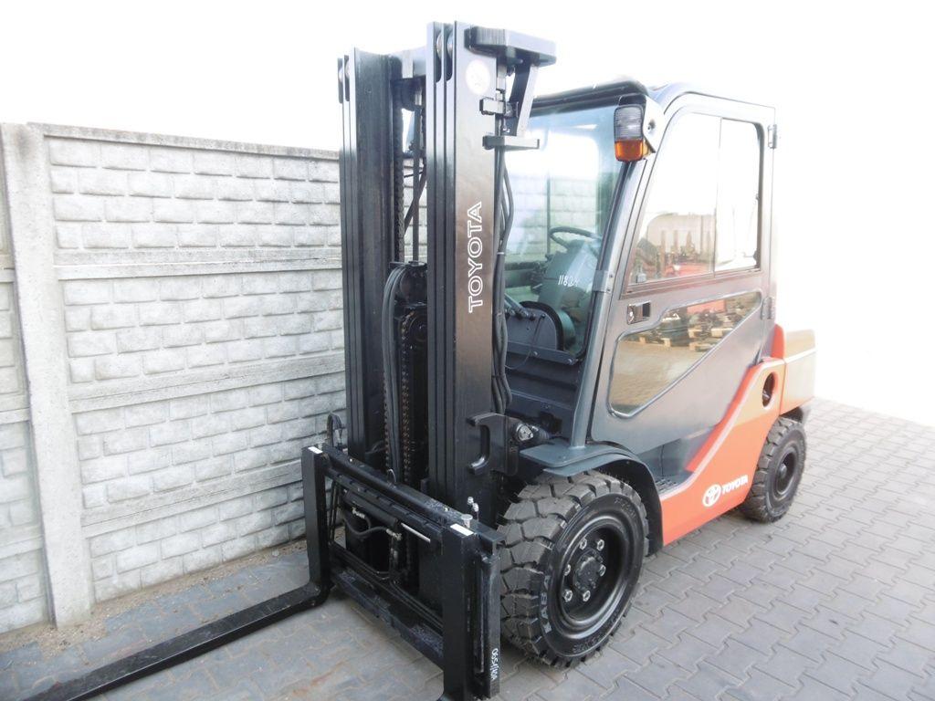 Toyota 8FDF30 Diesel Forklift www.superlift-forklift.com