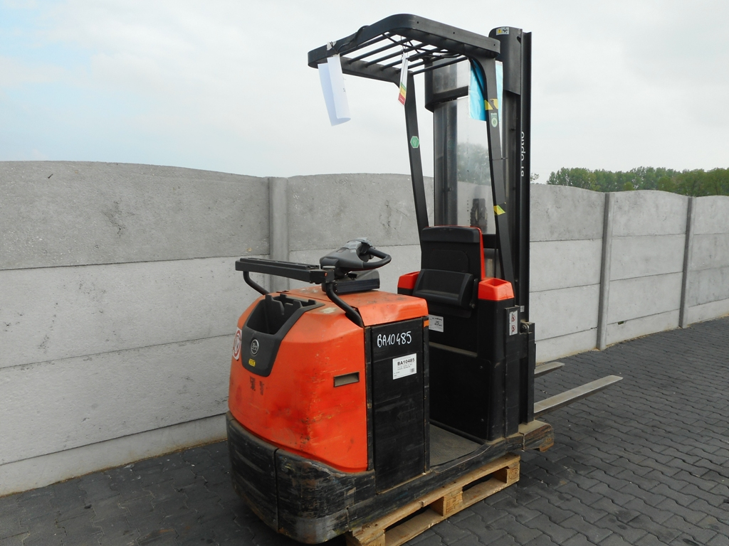 BT OSE120CB Stand-on stacker www.superlift-forklift.com