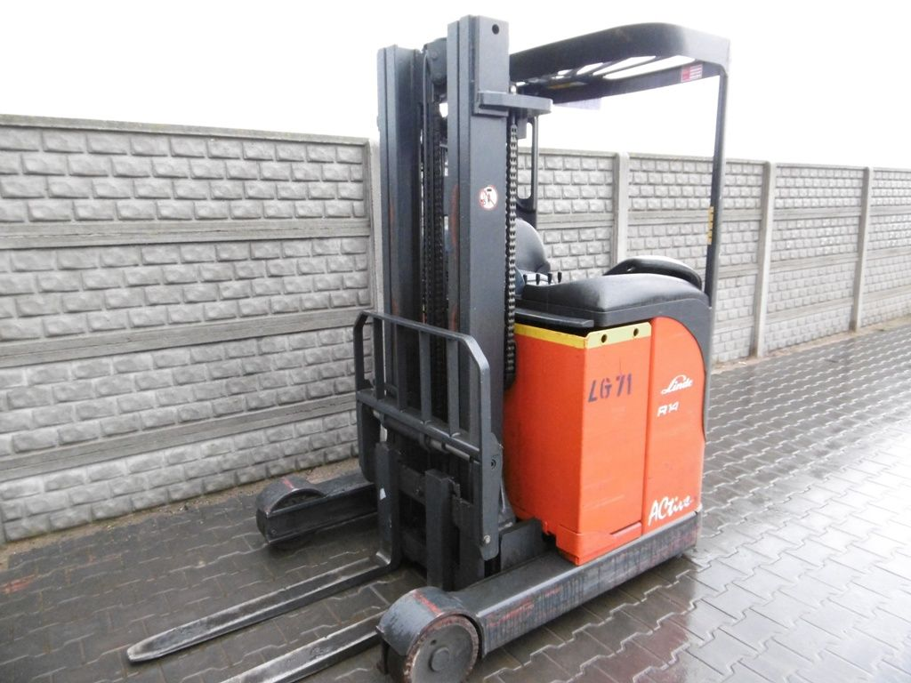 Linde R14S Reach Truck www.superlift-forklift.com
