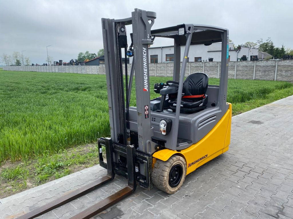Jungheinrich EFG220 Electric 3-wheel forklift www.superlift-forklift.com