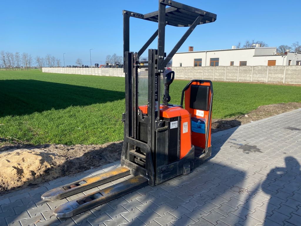 BT SPE125 High Lift stacker www.superlift-forklift.com