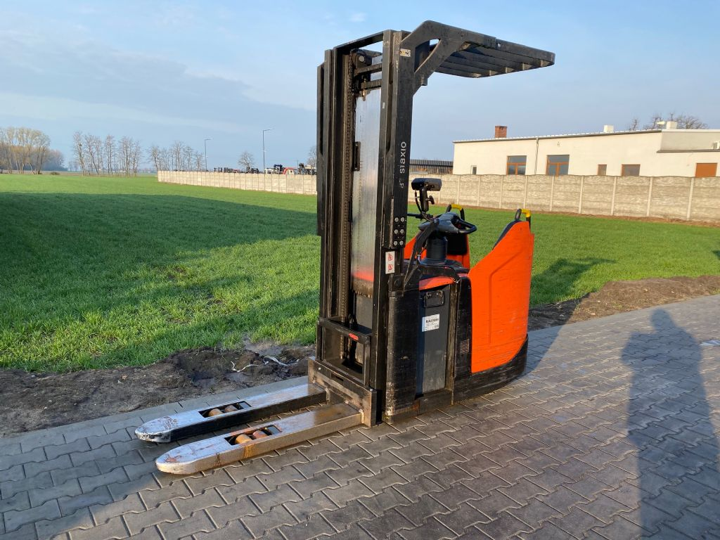 BT SPE140 High Lift stacker www.superlift-forklift.com