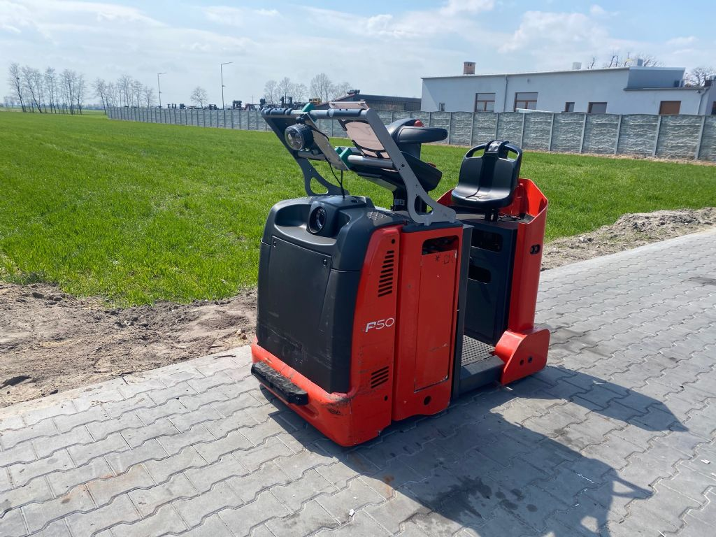 Linde P50 Tow Tractor www.superlift-forklift.com