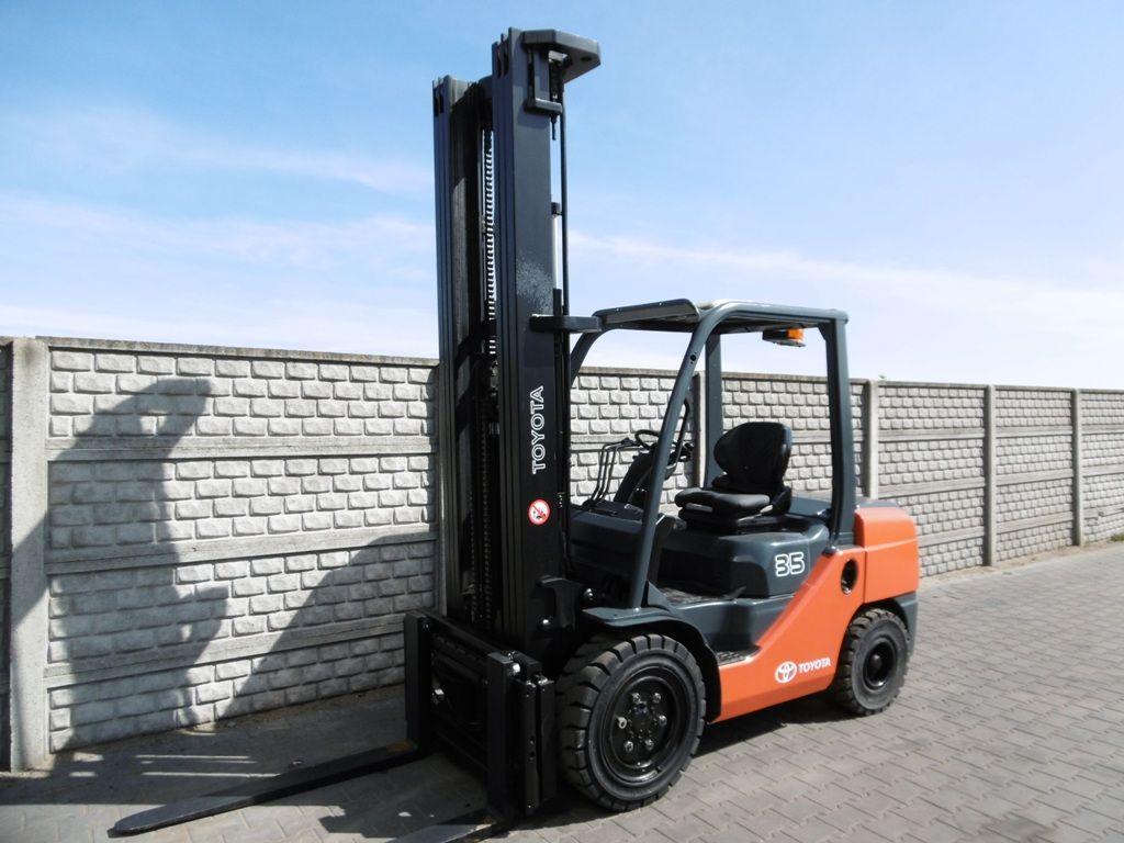 Toyota 8FDJF35 Diesel Forklift www.superlift-forklift.com
