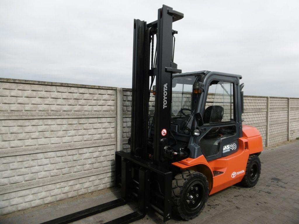 Toyota 7FD40 Diesel Forklift www.superlift-forklift.com