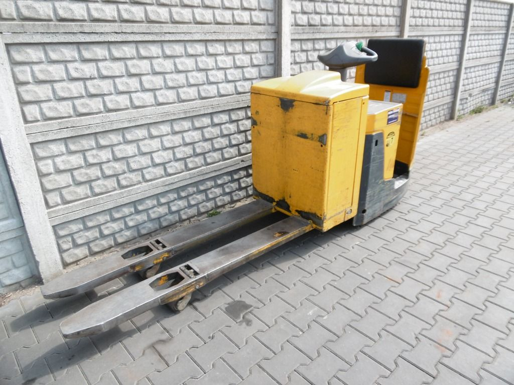 Jungheinrich ERE225 Ride on Truck www.superlift-forklift.com