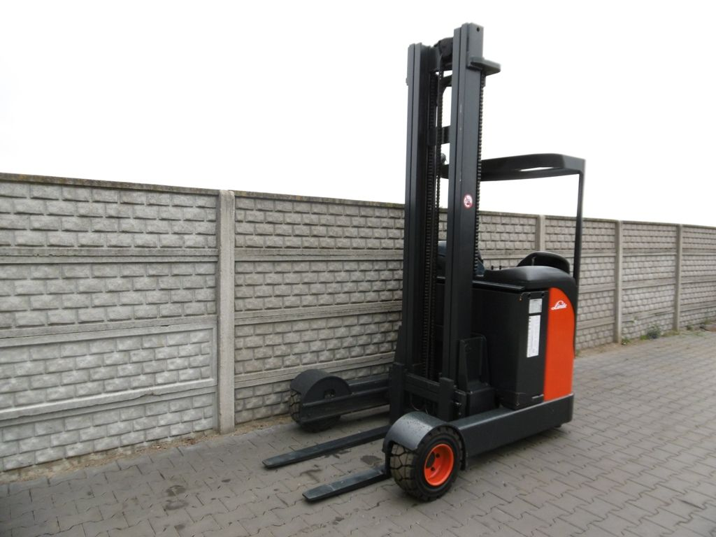 Linde R20G Reach Truck www.superlift-forklift.com