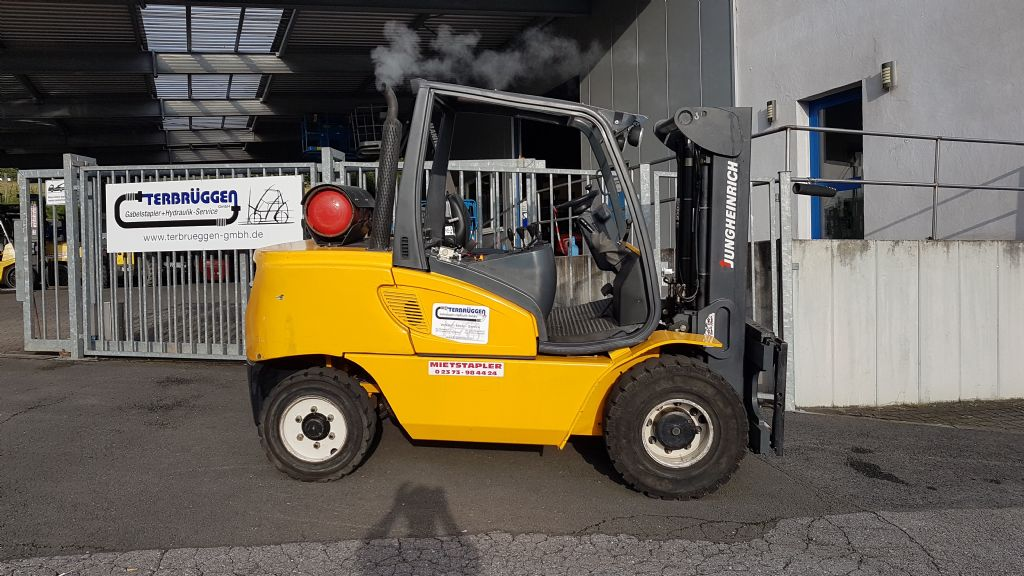 Jungheinrich-TFG550  //  CONTAINERFÄHIG-Treibgasstapler-www.terbrueggen-gmbh.de