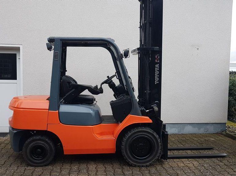 Toyota-02-7FDFJF35-Dieselstapler-www.terbrueggen-gmbh.de
