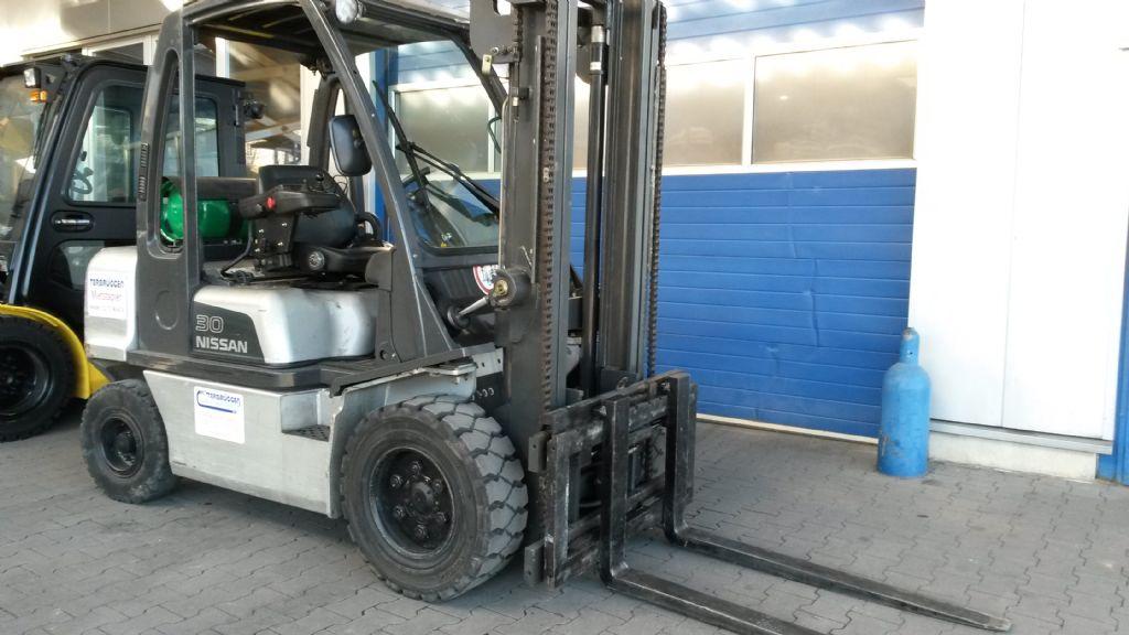 Nissan-UGD02A30PQ-Treibgasstapler-www.terbrueggen-gmbh.de