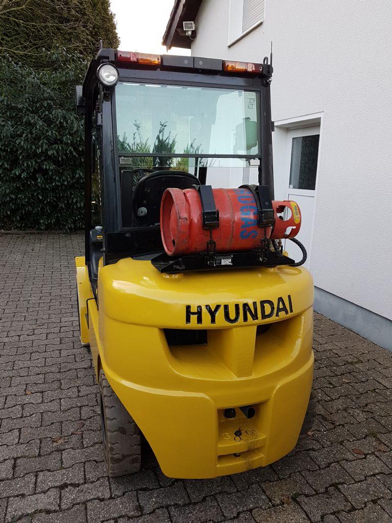 Hyundai-30L-7A-Treibgasstapler-www.terbrueggen-gmbh.de