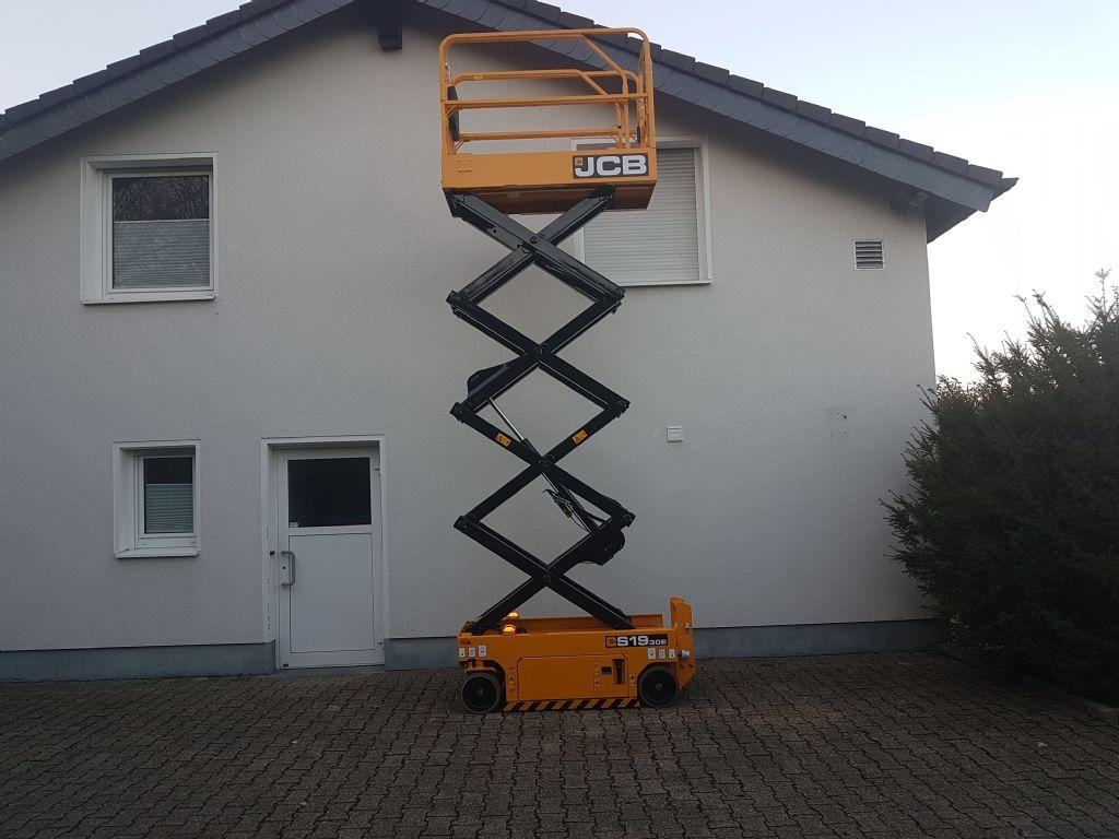 JCB-S1930E   Arbeitshöhe 7.8 Meter-Scherenarbeitsbühne-www.terbrueggen-gmbh.de