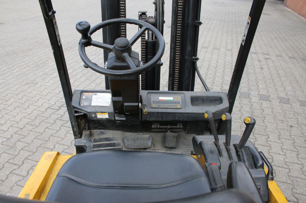 Yale ERP18A TF 2380 Elektro 3 Rad-Stapler www.thuenemann-stapler.de