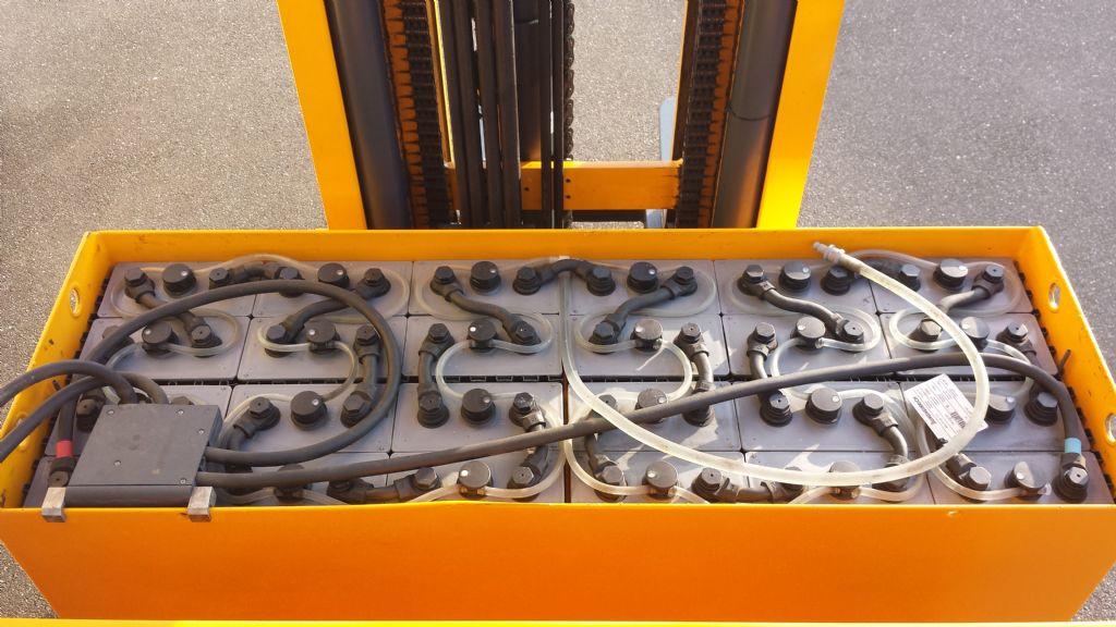 Jungheinrich-ETV 320-Schubmaststapler-www.tojo-gabelstapler.de