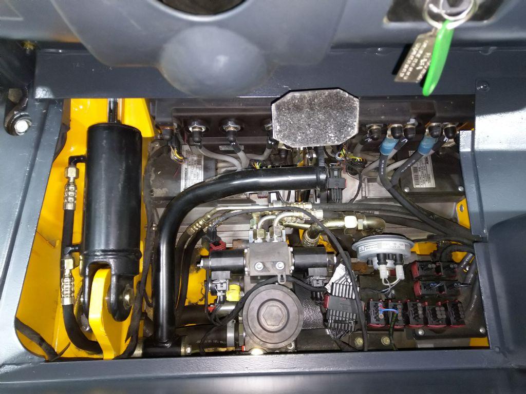 Jungheinrich-EFG 215 GE115-550DZ-Elektro 3 Rad-Stapler-www.tojo-gabelstapler.de
