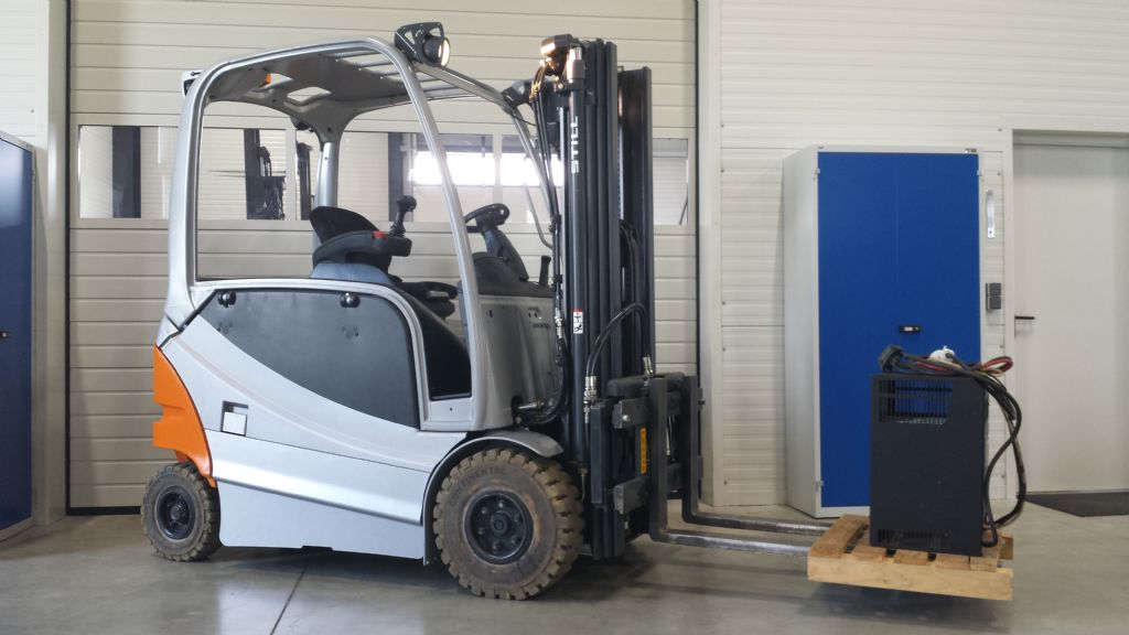 Still-RX 60-25-Electric 4-wheel forklift-www.tojo-gabelstapler.de