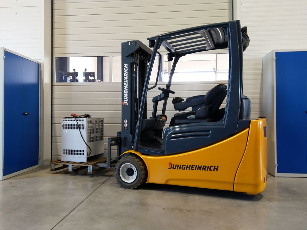 Jungheinrich-EFG 220 GE115-450DZ-Elektro 3 Rad-Stapler-www.tojo-gabelstapler.de