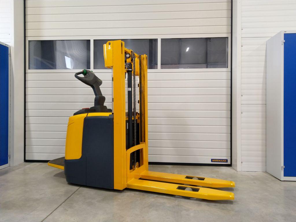 Jungheinrich-ERC 212  115 250 ZT-Fahrerstandstapler-www.tojo-gabelstapler.de