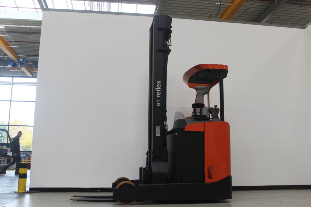 BT RRE200 Schubmaststapler loeffler-gabelstapler.de