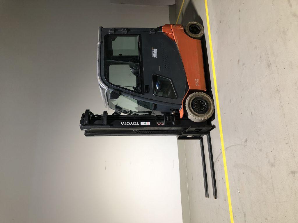 Toyota-8FBMT25-Elektro 4 Rad-Stapler www.ffb-gabelstapler.de