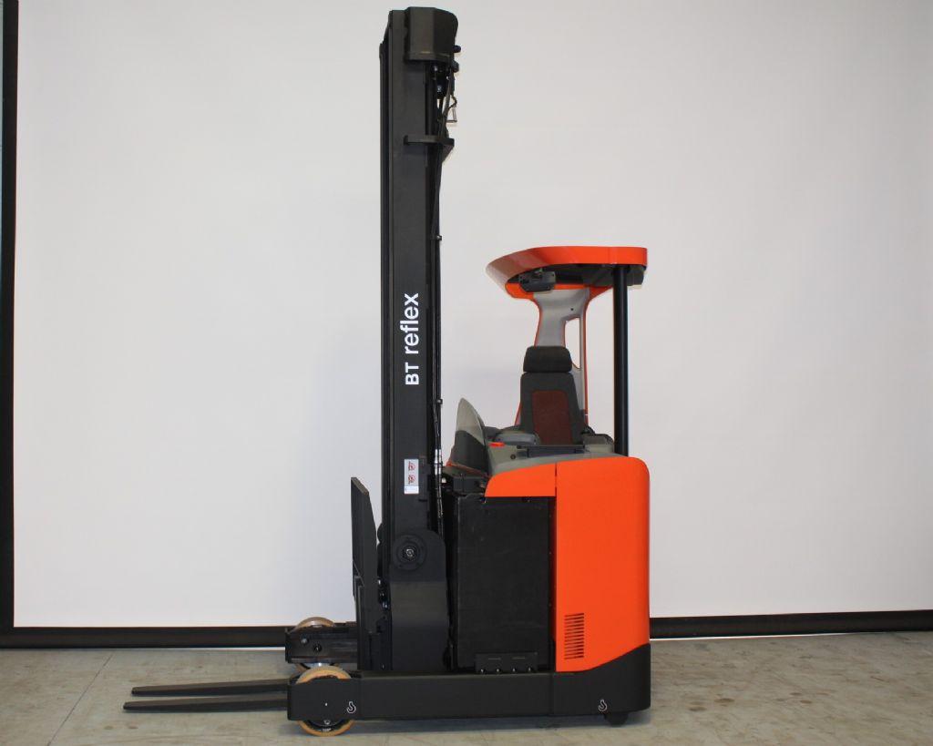 BT-RRE160-Schubmaststapler www.kirchner-gabelstapler.de