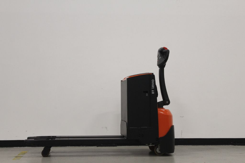 BT LWE180 Niederhubwagen loeffler-gabelstapler.de