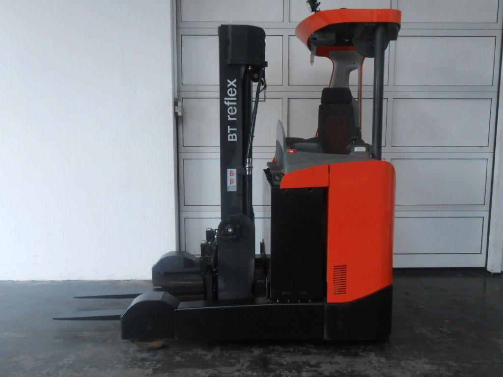 BT-RRE200-Schubmaststapler www.kirchner-gabelstapler.de