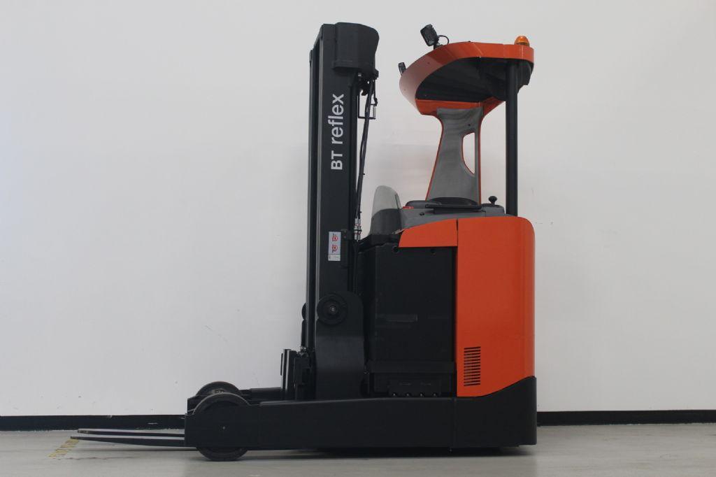 BT RRE200 Schubmaststapler schlueter-gabelstapler.de