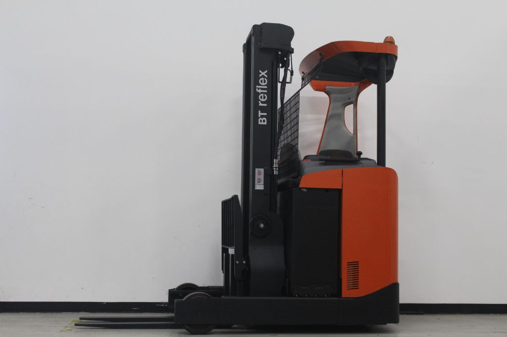 BT RRE160 Schubmaststapler schlueter-gabelstapler.de