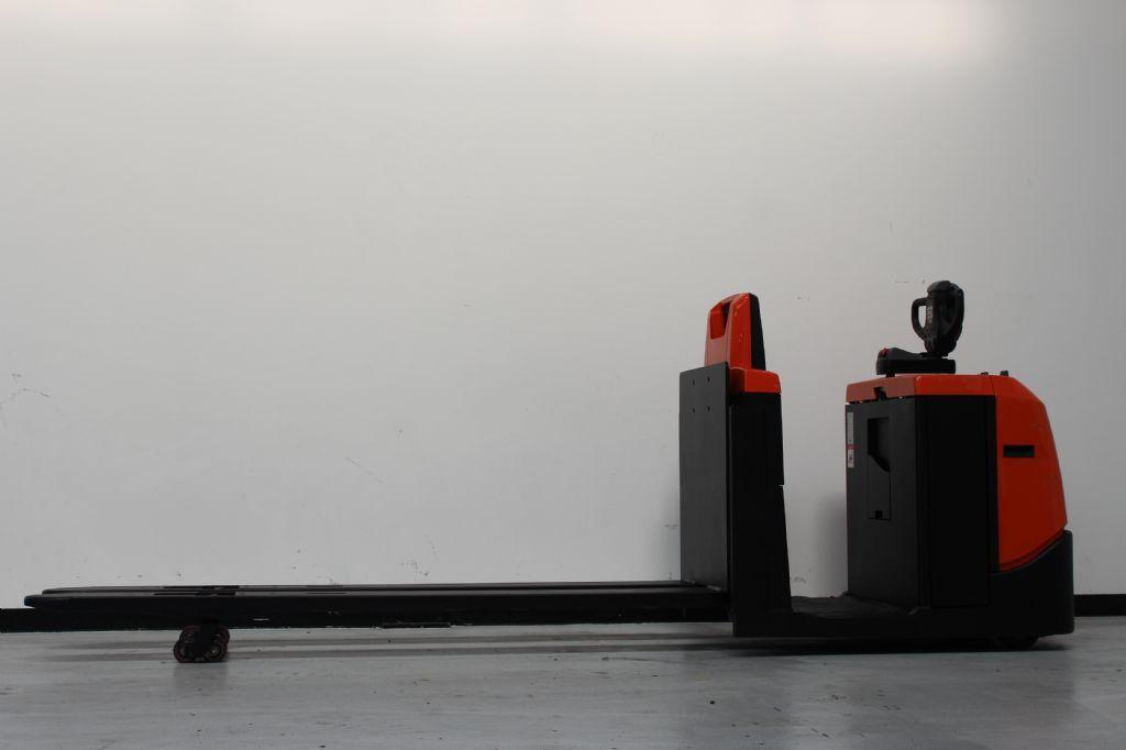 BT OSE250 Niederhubkommissionierer loeffler-gabelstapler.de