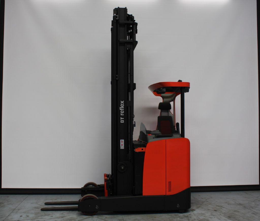 BT-RRE250E-Schubmaststapler www.kirchner-gabelstapler.de