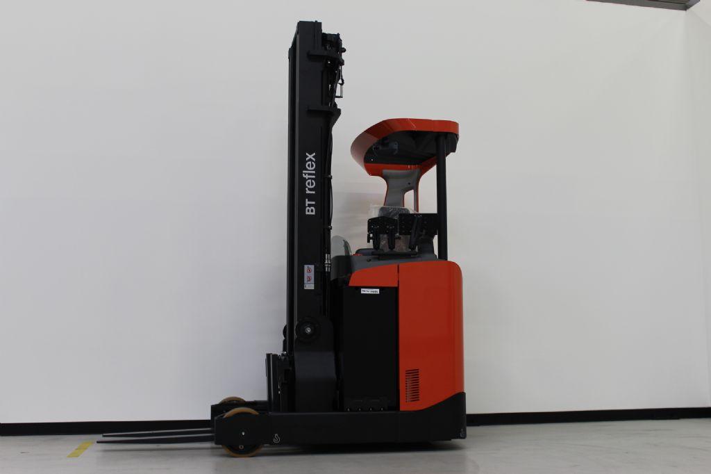 BT RRE140 Schubmaststapler loeffler-gabelstapler.de