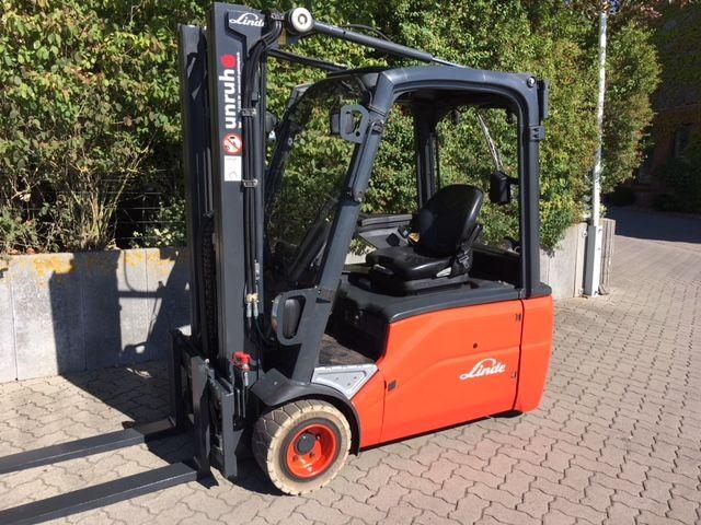Linde-E20L-Elektro 3 Rad-Stapler-www.unruh-gabelstapler.de
