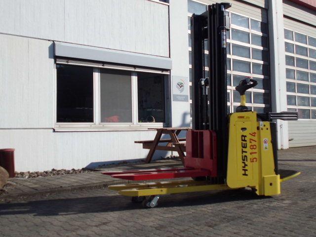 Hyster-S1.5 S il-Doppelstockstapler-www.wiegers-gabelstapler.de