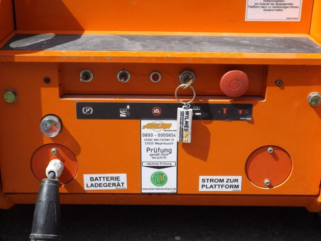 Snorkel-TM 12 E-Senkrecht Hebebühne-www.wilmes-mietservice.de