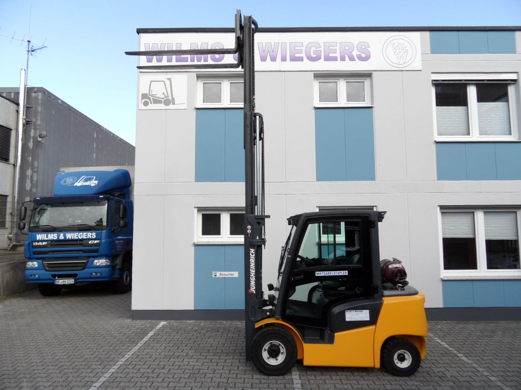 Jungheinrich-TFG 425 - Kabine - Triplex-Treibgasstapler-www.wilms-wiegers.de