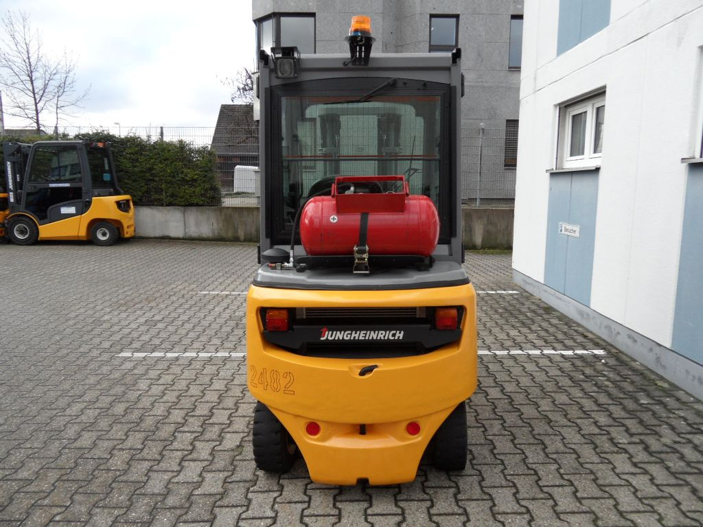 Jungheinrich-TFG 320 - Triplex - Kabine-Treibgasstapler-www.wilms-wiegers.de