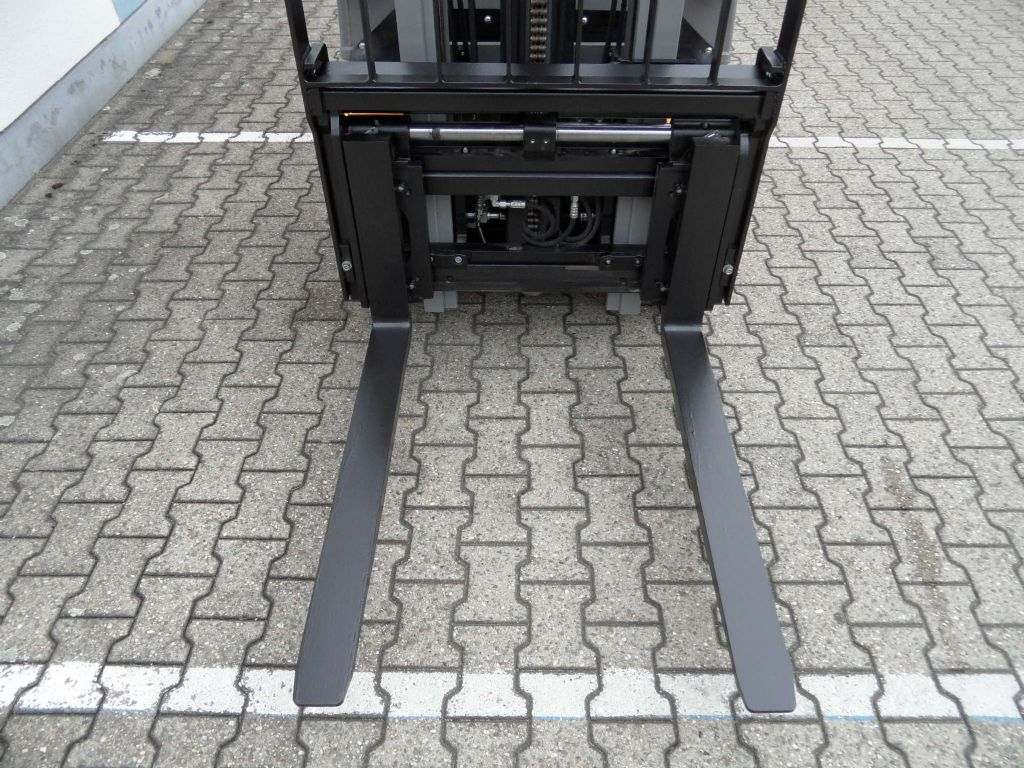 Jungheinrich-DFG 320 - 281 Std. - 2017 - ZV-Gerät-Dieselstapler-www.wilms-wiegers.de