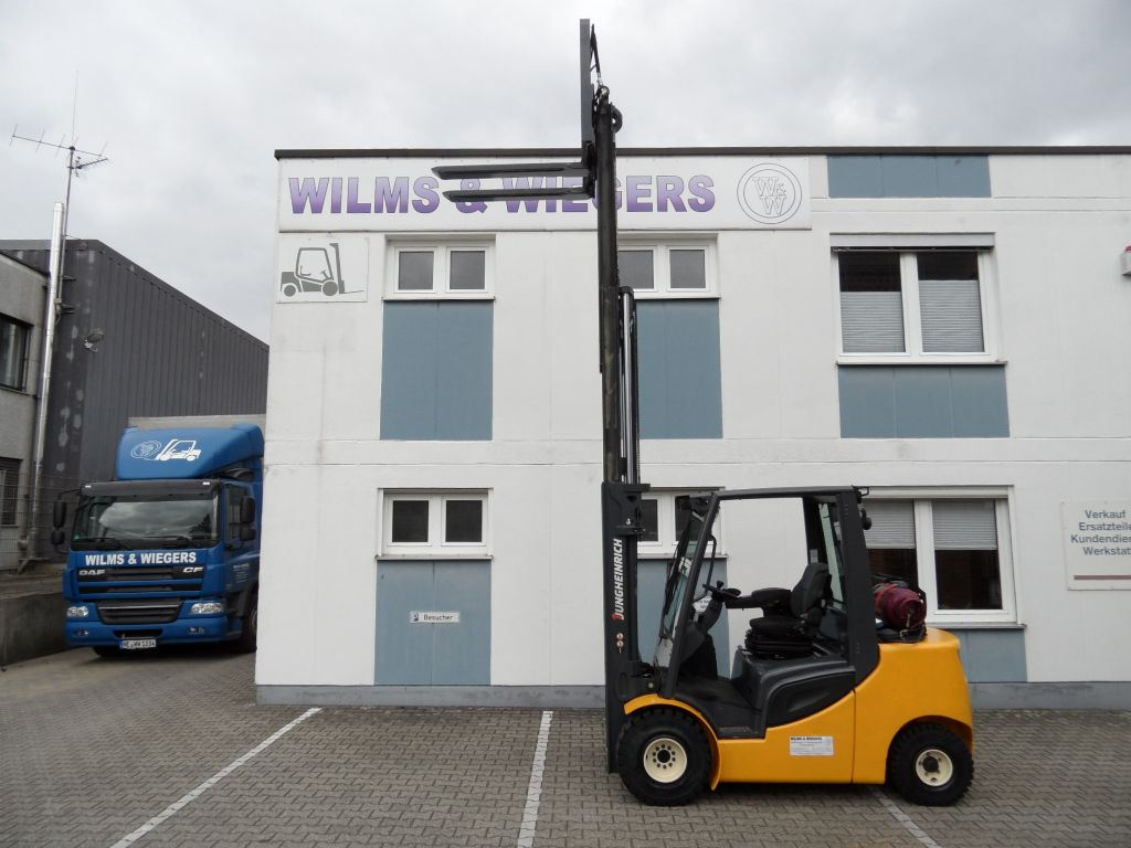 Jungheinrich-TFG 435s-Triplex-Teleskopzinken-Treibgasstapler-www.wilms-wiegers.de